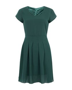 Tenki Green Cap Sleeve Pleated Dress | New Look