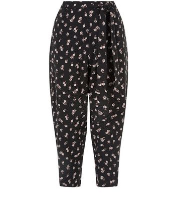 black-ditsy-floral-print-cropped-trousers