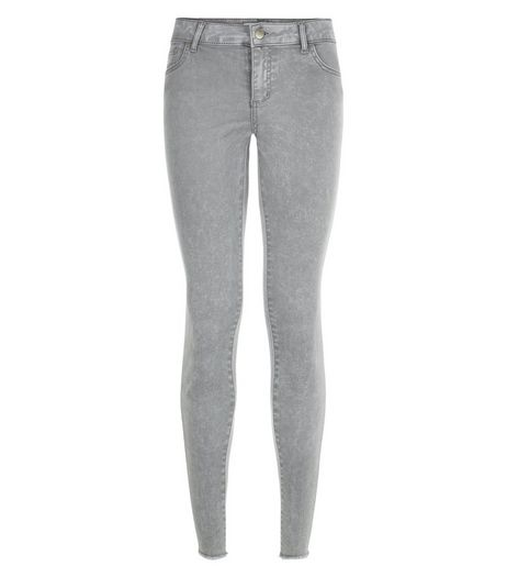 Petite 28in Grey Acid Wash Fray Hem Skinny Jeans | New Look
