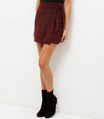 Burgundy Suedette Tie Wrap Front Mini Skirt