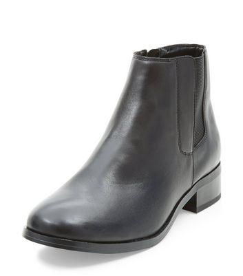 black-leather-chelsea-boots
