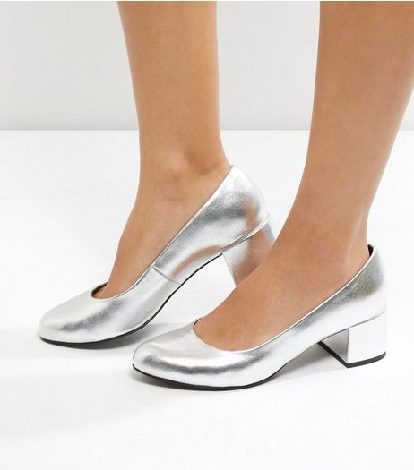 Wide Fit Silver Metallic Court Shoes | New Look