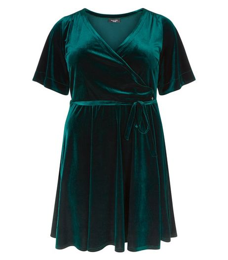 Curves Dark Green Velvet Wrap Dress | New Look