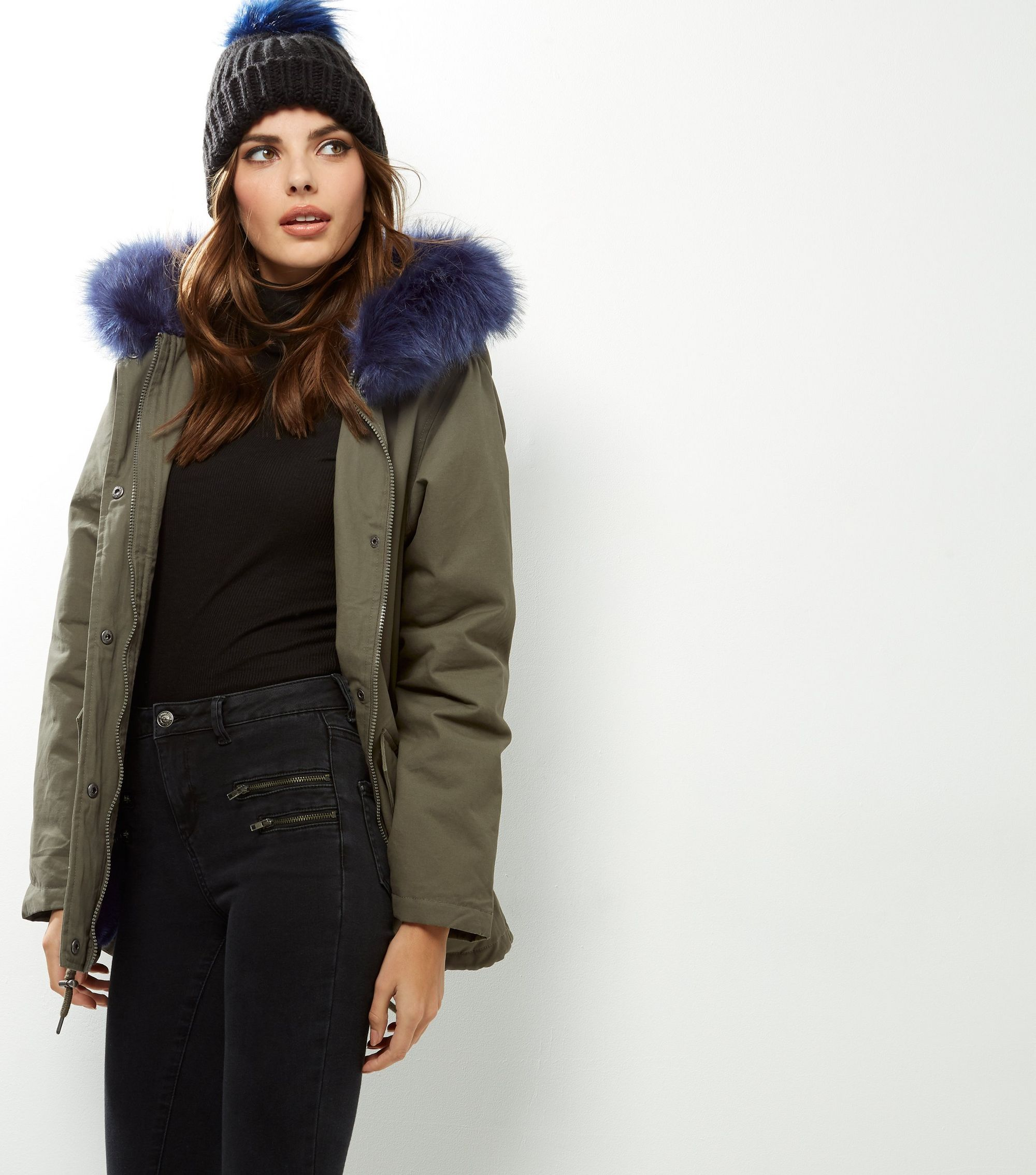 http://media.newlookassets.com/i/newlook/390092834/womens/jackets-and-coats/coats/khaki-faux-fur-trim-hooded-parka-/?$new_pdp_szoom_image_2000$