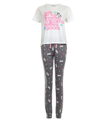 Product photo of Teens white wifi and unicorns pajama set