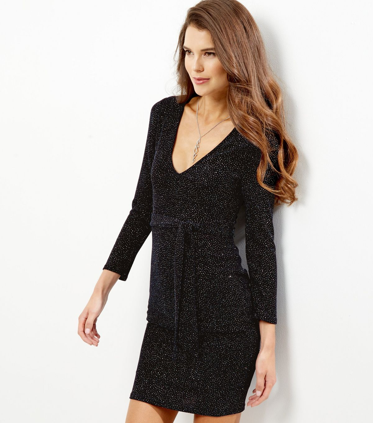 http://media.newlookassets.com/i/newlook/502354541/womens/going-out-/going-out-dresses/navy-glitter-metallic-scarf-bodycon-dress/?$new_pdp_szoom_image_1200$