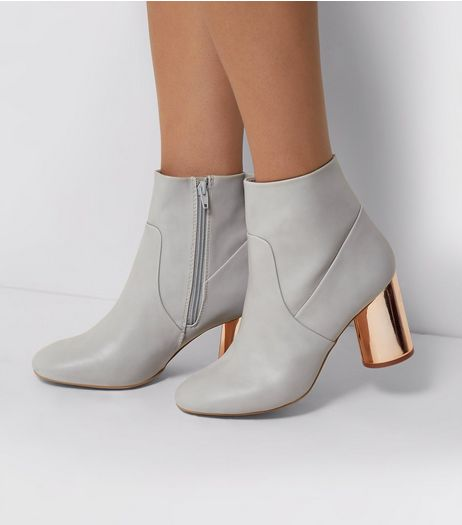 Wide Fit Grey Contrast Cylindrical Block Heel Boots | New Look
