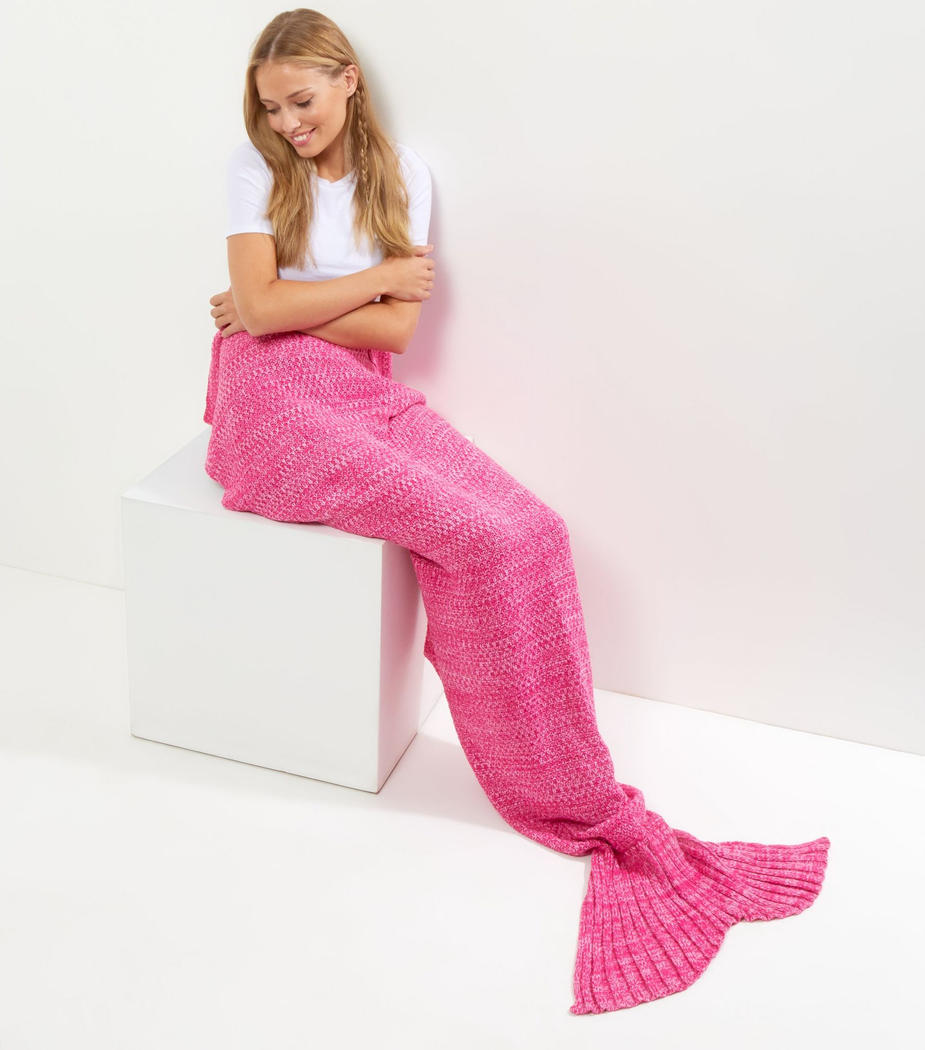 Bright Pink Mermaid Tail Blanket | New Look