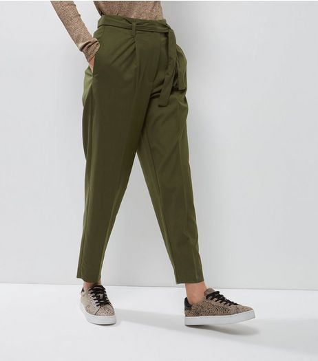 Every woman wants to find a great pair of trousers. Whether you're after that effortless feeling of wearing a new pair of joggers around the house, partying in your favourite pair of cropped trousers, or stepping out in a pair of wide leg trousers, New Look's selection has something to offer everyone.