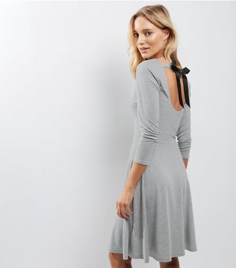 Grey Scoop Tie Back 3/4 Sleeve Skater Dress | New Look