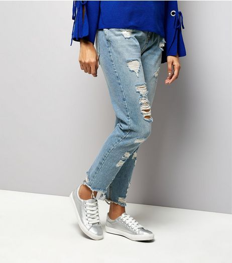 Petite Blue Extreme Ripped Tori Mom Jeans | New Look