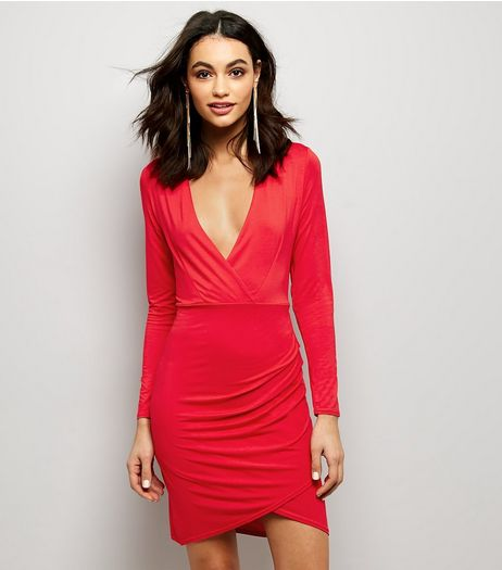 Red V Plunge Neck Ruched Side Wrap Front Dress | New Look