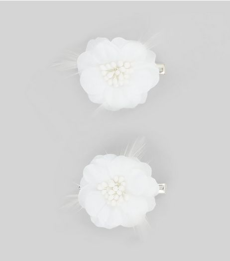 2 Pack White Flower Corsage Hair Clips | New Look