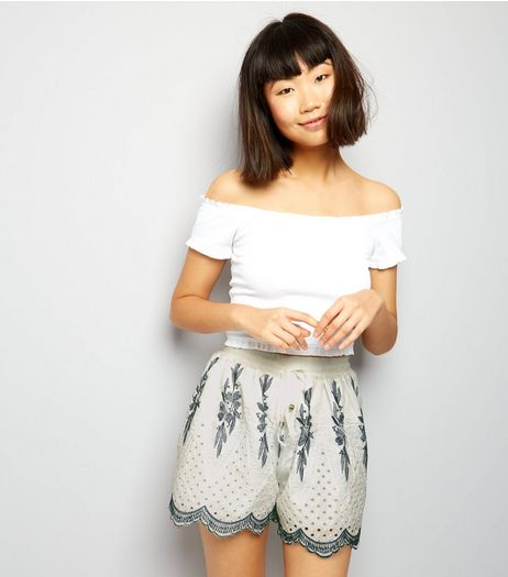 Cameo Rose White Scallop Hem Shorts | New Look