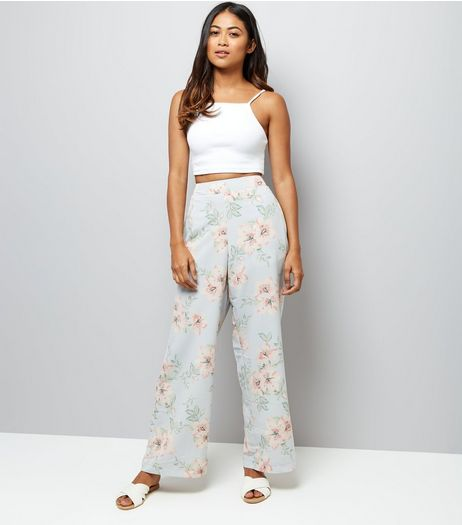 Petite Pale Grey Floral Print Wide Leg Trousers | New Look